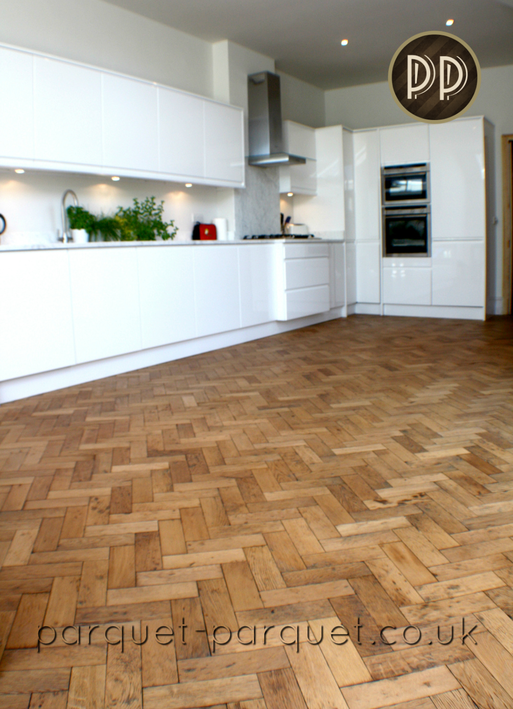 Oak kitchen flooring ideas parquet parquet for Kitchen flooring options uk